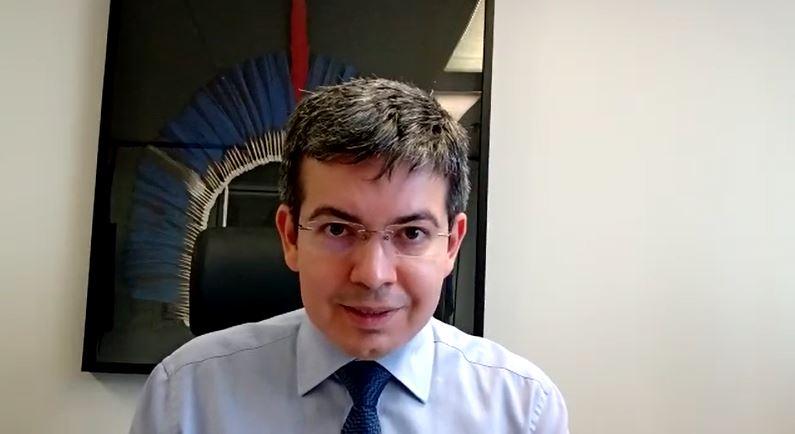 Senador Randolfe Rodrigues pede votos para o projeto que defende os mais pobres